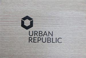 Logotryck på trämaterial av WER-D4880UV